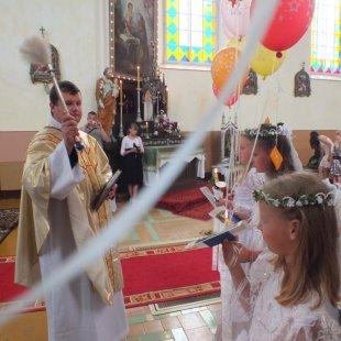 Bērniem 1.Sv.Komūnija Nīcgalē 2012.g.